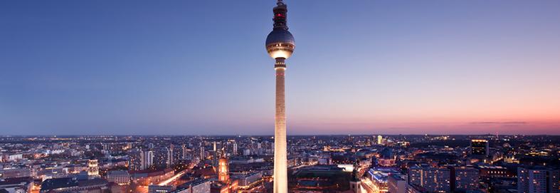 Berliner Fernsehturm und Skyline von Berlin